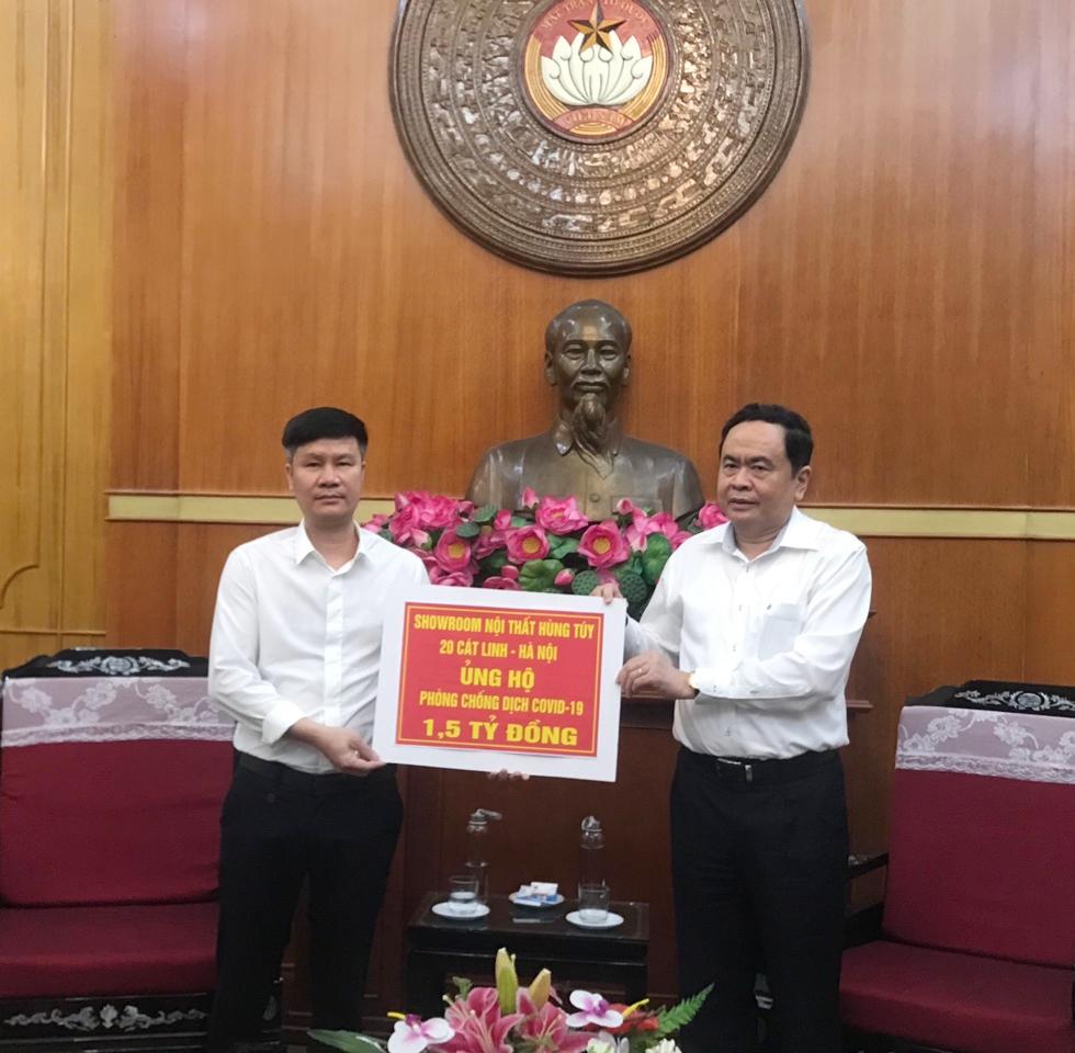 Showroom Nội thất Hùng Tuý (20 Cát Linh, Đống Đa, Hà Nội) đã ủng hộ 1,5 tỷ đồng tới Quỹ Phòng chống dịch Covid-19.