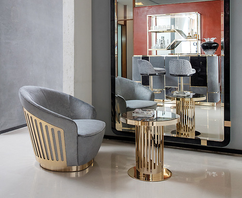 Bàn trà nhỏ Giorgio - Charisma Art.280/54 các chi tiết trang trí được mạ vàng.