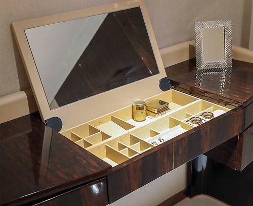 Bàn trang điểm Arture - 893A tích hợp gương, nhiều ngăn kéo nhỏ giúp đựng vật dụng trang điểm