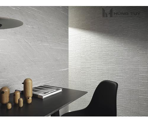 Gạch trang trí Stria Greykích thước 30x90 cm được làm từ chất liệu ceramic có độ hút ẩm >10%.